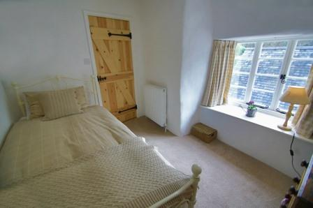 Single bedroom of Thatched Dartmoor Holiday Cottage