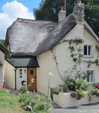 Front view of the self catering holiday rental in Lustleigh Dartmoor