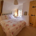 Pretty Double Bedroom of the thatched Dartmoor Holiday Cottage in Lustleigh, Devon
