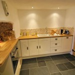 Quaint kitchen of this self catering cottage in Lustleigh on Dartmoor